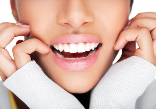 Teeth-whitening-makes-smiles-beautiful